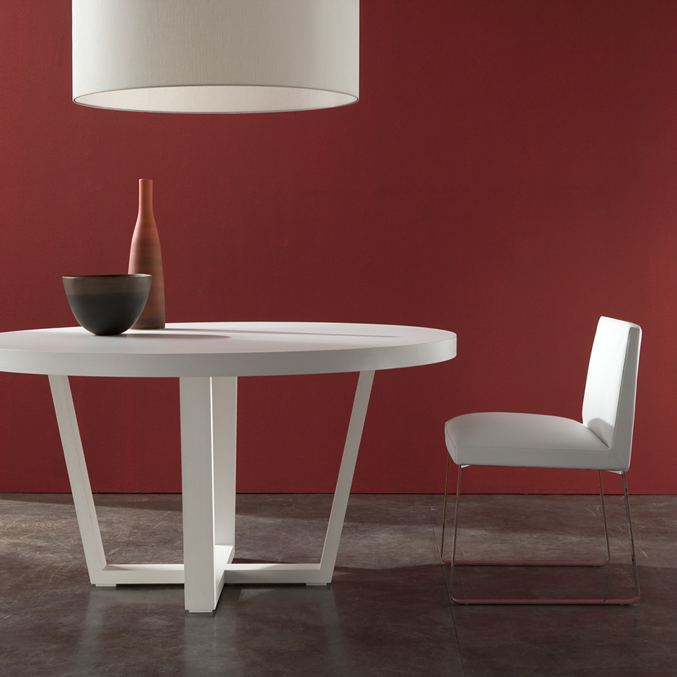 LACQUERED WHITE DINING TABLE
